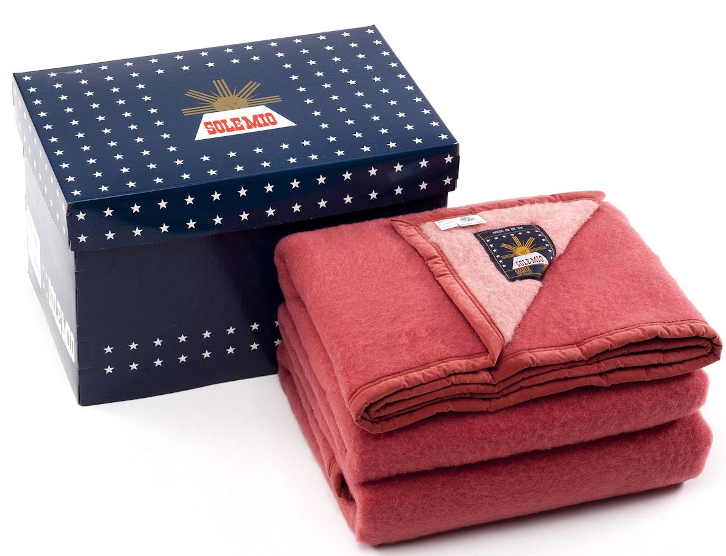 Sole Mio scheerwollen deken rood-aardbei